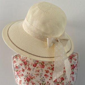 Accessories - Cream bonnet hat